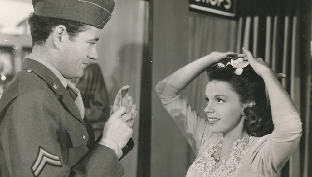 Judy Garland Stops Time in Vincente Minnelli's The Clock